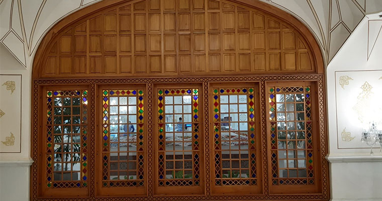 رنگ درب و پنجره چوبی